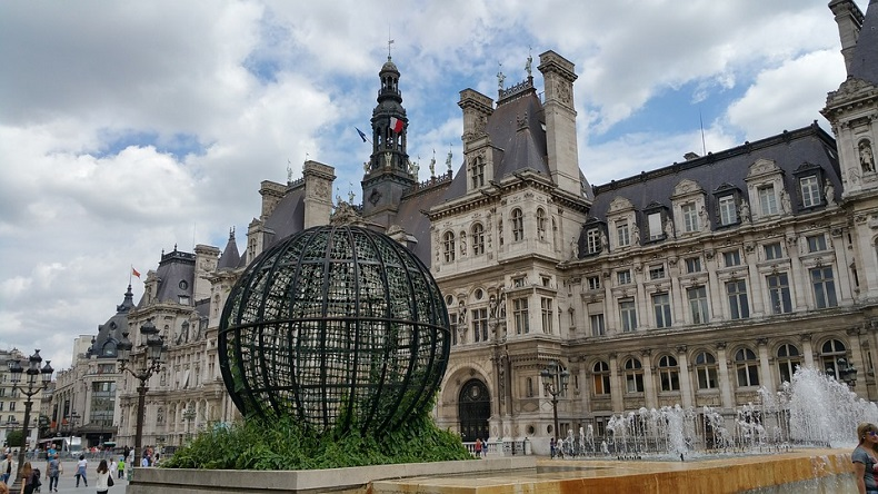 ratusz zabytki paryż