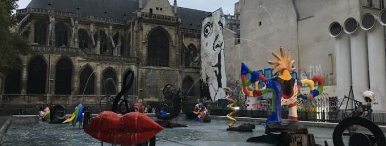 Fontaine Stravinsky obok Centre Pompidou