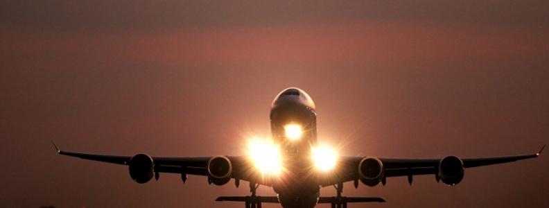 Paryż samolotem – jakie linie latają do stolicy Francji?