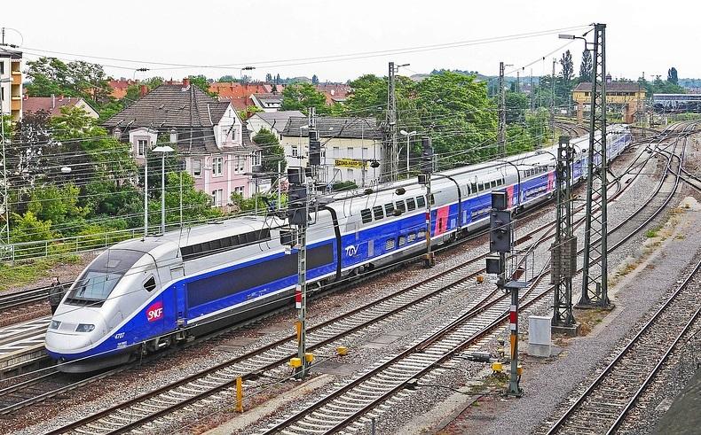 paryskie dworce kolejowe paryż