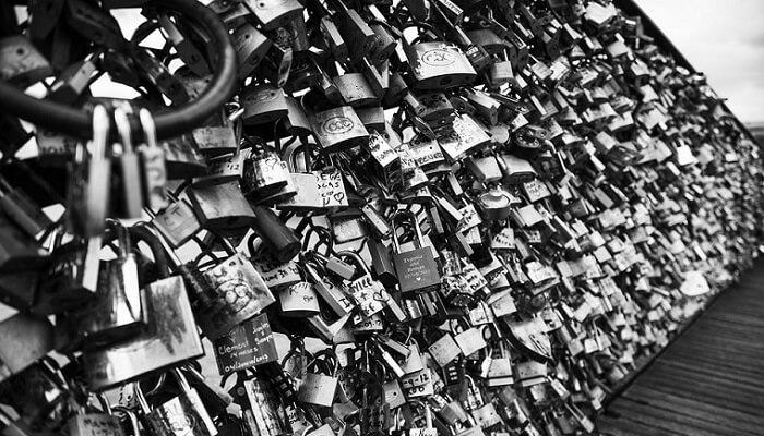 Pont des Arts, czyli most zakochanych w Paryżu