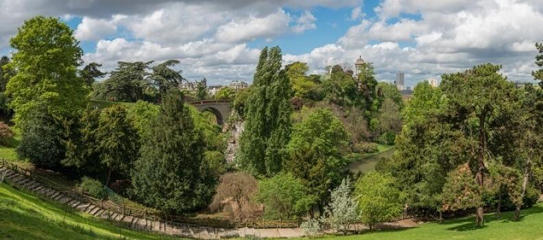 Parc des Buttes Chaumont – najpiękniejszy park w Paryżu