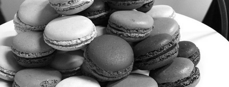 Macarons, czyli makaroniki – kolorowe pyszności z Francji