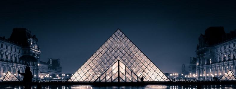 Piramida Luwru – historia znanej konstrukcji